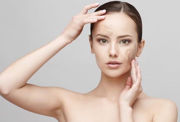 Dermatologistas ensinam a incluir o protetor solar na rotina de beleza