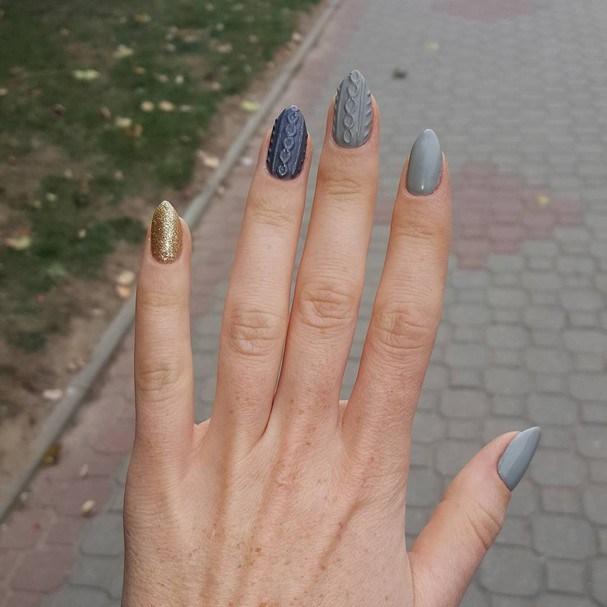 As meninas têm usado as unhas no shape pointy nails. Adoramos esse formato! (Foto: Reprodução Instagram @mariemadaleine)