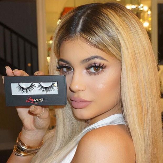 Kylie Jenner é fã dos cílios postiços (Foto: Reprodução/Instagram)