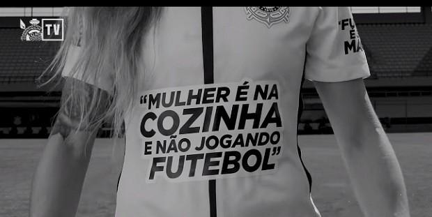 Uma das camisas do Corinthians feminino para lançar a campanha #CaleOPreconceito (Foto: Reprodução)