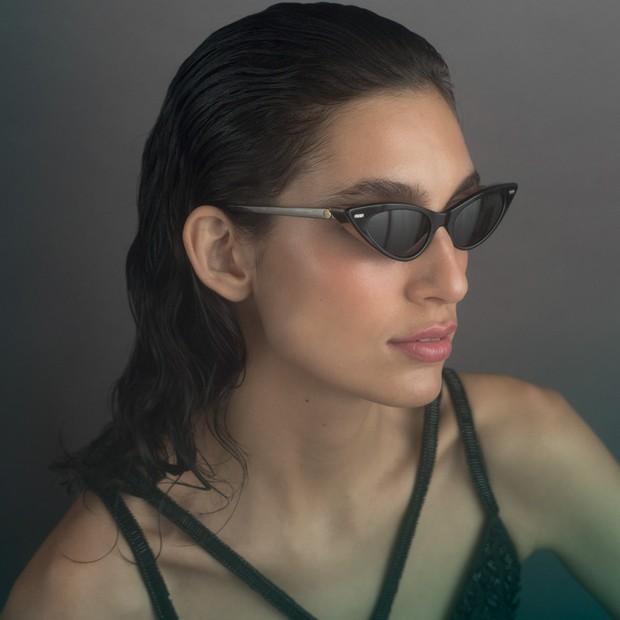 Body, R$ 3.498, Bo.Bô; óculos, R$ 2.660, Louis Vuitton (Foto: Tauana Sofia)