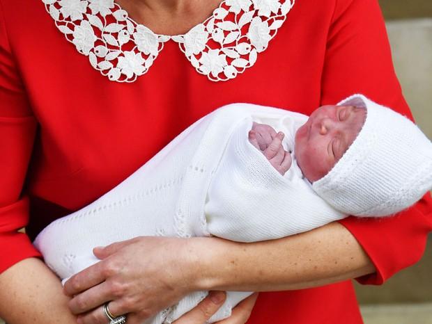Terceiro filho de Kate Middleton e do príncipe William deixa hospital em Londres (Foto: Getty Images)