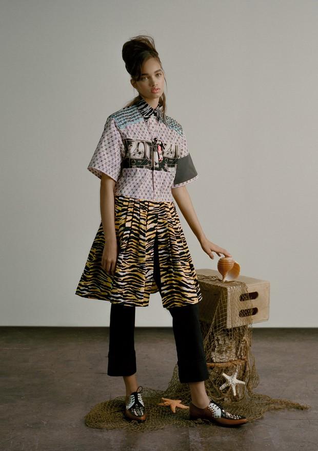 Camisa, calça e sapatos, tudo Prada (Foto: Zee Nunes)