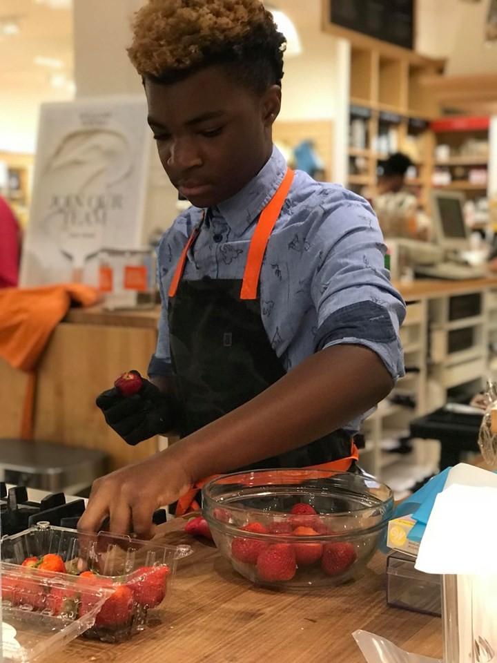 Fado! Menino de 13 anos abre sua própria padaria e doa doces para sem-tetos (Foto: Reprodução/Instagram)