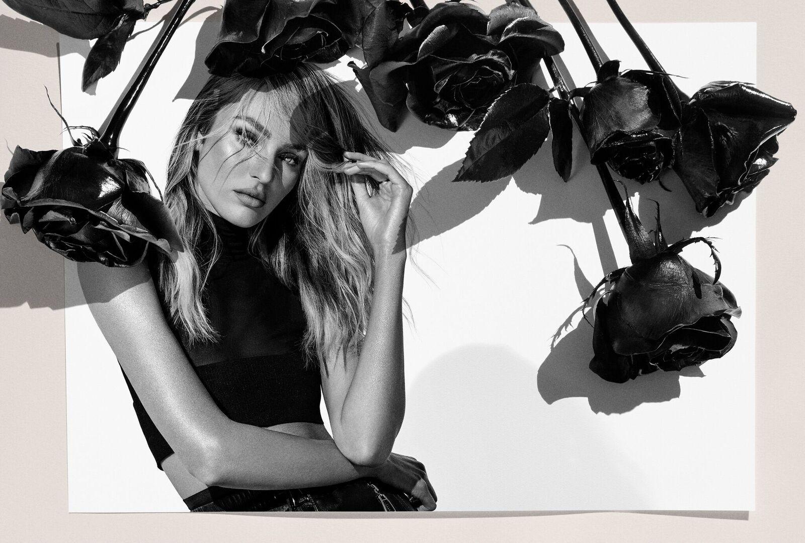 Candice Swanepoel ilustra a nova campanha de verão da Animale (Foto: Divulgação)
