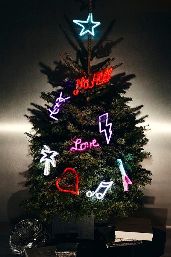 Saint Laurent lança árvore de Natal de R$ 15.800  e chocolate 'de ouro' de R$ 1.870  (Foto: Divulgação)