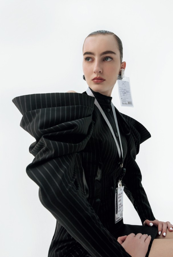 Vestido e brincos, ambos Louis Vuitton. (Foto: Gabriela Schmidt)
