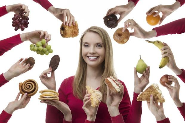 Fazer a refeição com os olhos cobertos diminui a ingestão de alimentos (Foto: Thinkstock)